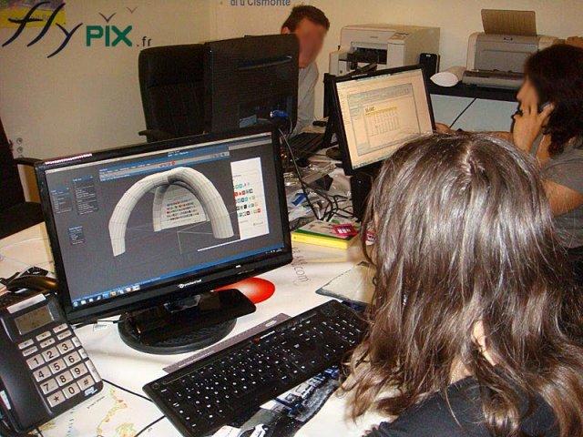 Nous disposons d'une équipe compétente et expérimentée pour la conception et la fabrication de vos stands et PLV
