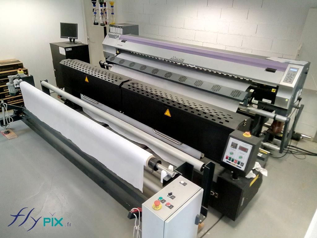 Une imprimante grand format dans notre atelier.
